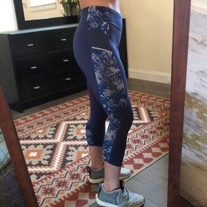 Blue 3/4 Athleta Leggings - Size M